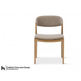 Cadeira Cora - tapeçada lisa